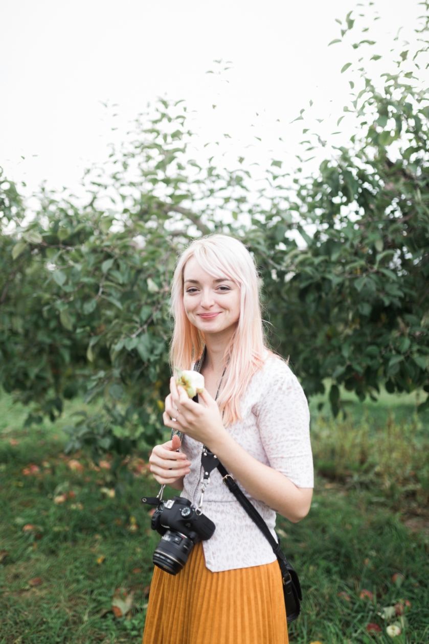 milwaukee-wedding-photographer-autumn-apple-orchard-2