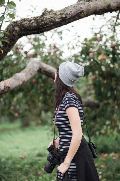 milwaukee-wedding-photographer-autumn-apple-orchard-27
