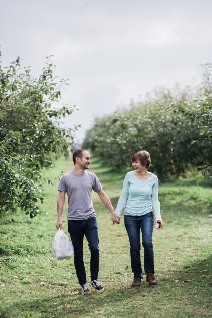milwaukee-wedding-photographer-autumn-apple-orchard-45