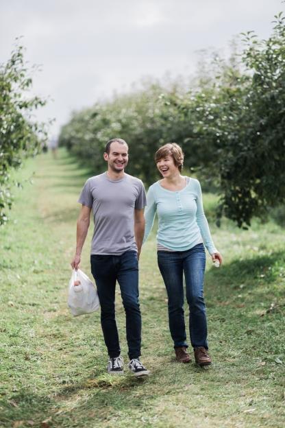 milwaukee-wedding-photographer-autumn-apple-orchard-46