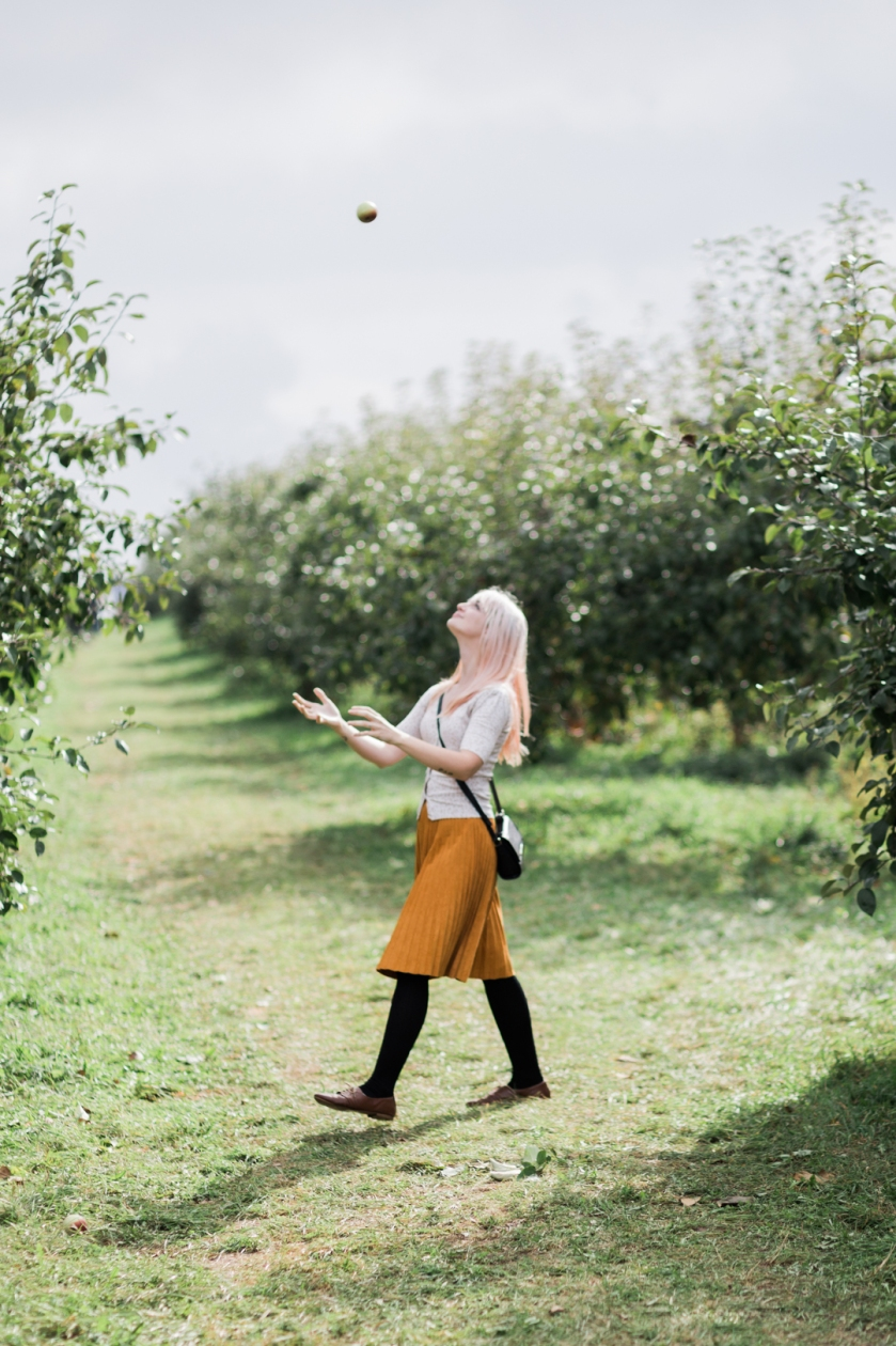 milwaukee-wedding-photographer-autumn-apple-orchard-49