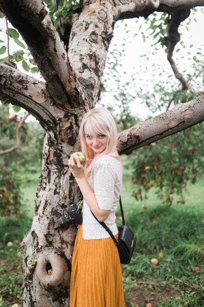 milwaukee-wedding-photographer-autumn-apple-orchard-5